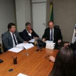 Visita: Julio Lopes e Samuca conversam com o ministro da Saúde