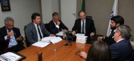Julio Lopes intermedia encontro de Samuca Silva com o ministro da Saúde
