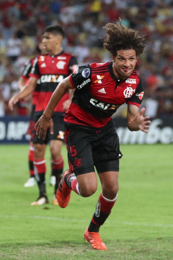 Willian Arão: Volante, que foi destaque no clássico diante do Fluminense, mantém os pés no chão mesmo com a vantagem (Foto: Gilvan de Souza/Flamengo.com.br)