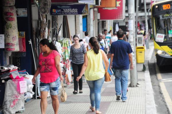 Vendendo: Comércio vai contratar para absorver movimento pelas festas do final de ano (Foto: Divulgação)
