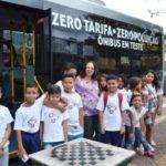 Atração: Alunos da Escola Municipal Dom Waldir Calheiros conheceram o primeiro ônibus elétrico do estado do Rio (Foto: Evandro Freitas/Secom VR)