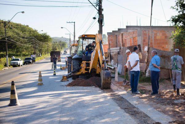 Em Três Poços: Obra começou na altura da empresa Cibal e vai até a Rua Votorantim, passando pela Avenida Paulo Erlei Abrantes (Foto: Gabriel Borges / Secom VR)