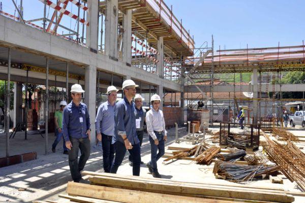 A obra encontra-se em fase estrutural e está gerando cerca de 50 empregos diretos, além dos empregos indiretos (Foto: Paulo Dimas)