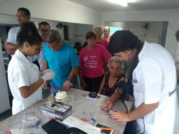 Evento contou com aferição de pressão arterial e teste de glicemia com alunos em Técnica de Enfermagem do Centro de Formação Profissional Bom Pastor (Foto: Divulgação)