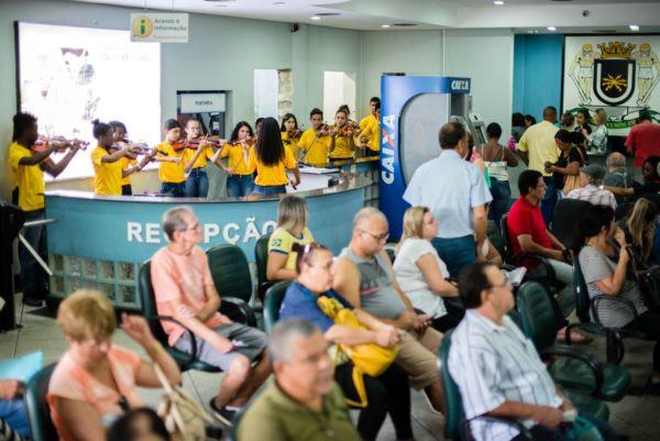 Celebrando: Quatro apresentações simultâneas foram realizadas pelos alunos do projeto 'Volta Redonda Cidade da Música' (Foto: Gabriel Borges/Secom VR)