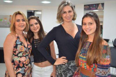 Adriane Reis Machado, Bruna Reis Machado, a dentista Roberta Mendonça e Taísa Mendonça