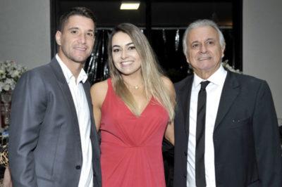 Dr. Geraldo Di Biase com a filha Marcella Di Biase e o genro Thiago Neves