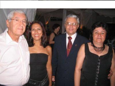 O médico Geraldo Antunes e Lúcia Helena Neto Antunes com  o médico Jaime Veras e Sueli Veras