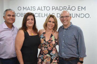 O casal Adriane Reis Machado e José Eduardo Machado com a arquiteta Silvana Melo e Daniel Melo