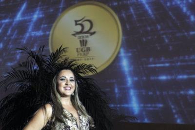 A secretária da Reitoria do UGB e cerimonialista Renata Freitas