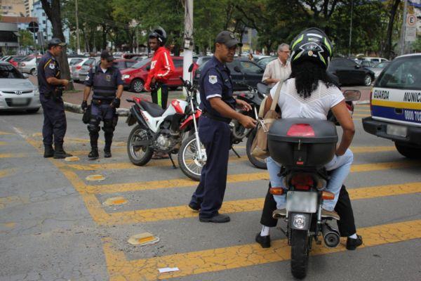 Operação: Trinta guardas municipais participaram da ação neste primeiro dia; principais centros comerciais de Volta Redonda serão alvos (Foto: Evandro Freitas/Secom VR)