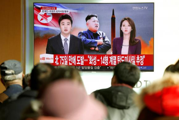 Coreia do Norte continua testando mísseis e os nervos de inimigos