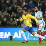 Tentando: Neymar teve atuação apenas regular diante da marcação inglesa