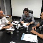 Crescendo: Elio, Balieiro e Jackes Silva acertam detalhes do convênio que vai aumentar segurança em Resende (Divulgação)