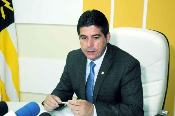 Esforço: Dinho vai acelerar trabalhos da Câmara para garantir votações obrigatórias (Foto: Paulo Dimas)