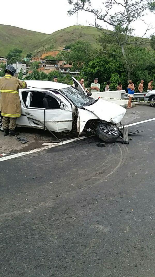 Vítima fatal estaria no Gol envolvido em acidente (Foto: Cedida pela Polícia Rodoviária Federal)