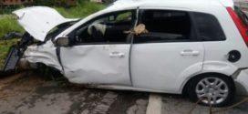 Casal morre após carro cair em rio, em Areal