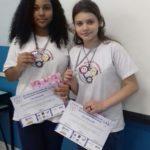 Alunas: Letícia, de 13 anos, e Alícia, de 14, são do oitavo ano do Colégio Delce Horta Delgado, da Fevre (Foto: Divulgação/ Secom/VR)