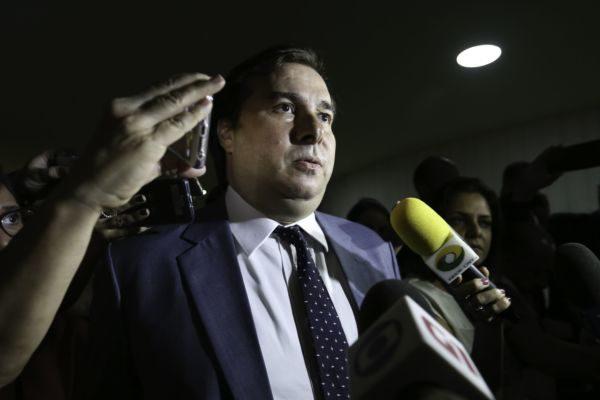 Rodrigo Maia marca data e garante que terá votos
