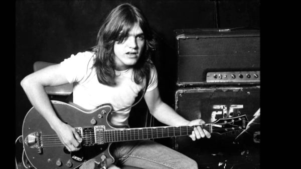 Malcolm Young comandou a guitarrista do AC/DC por 40 anos (Foto: Reprodução/Facebook/AC/DC)