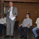Explicações: Ouvido por Ailton Marques (à esquerda) e Alexandre Serfiotis (à direita), Osmar Terra fala sobre programas do ministério do Desenvolvimento Social  (Foto: Dorinha Lopes – PMPR)