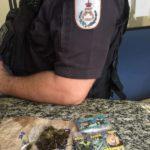 Droga foi encontrada com passageiros de uma van que voltava de um baile funk no Rio (Foto: Cedida pela Polícia Militar)