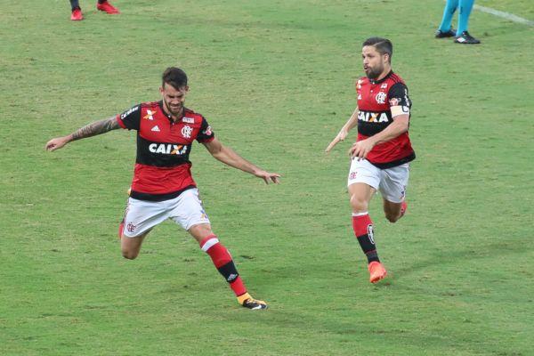 Felipe Vizeu marcou e depois protagonizou cena marcante da partida em briga com Rhodolfo(Foto: Gilvan de Souza / Flamengo)