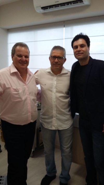 O cirurgião plástico Ozório Chaves, recebendo em sua clínica o médico, empresário e deputado Estadual Gotardo Netto e o médico anestesista Jayber Godoy