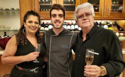 O 'chef 'Sandro Brandão com Elizabete Amorim e seu pai, o arquiteto Jonas Brandão, que assina o projeto do Bistrô Casa Antiga, muita emoção reunida
