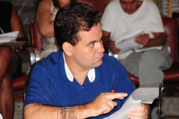 Satisfeito: Mineirinho afirma que limpeza de córrego vai solucionar problema que já durava duas décadas (Foto: Paulo Dimas)