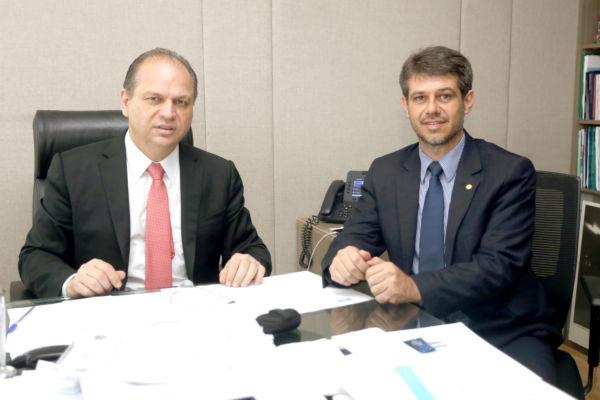 Reunião: Ministro da Saúde, Ricardo Barros, e o deputado Alexandre Serfiotis, discutem sobre funcionamento da clínica