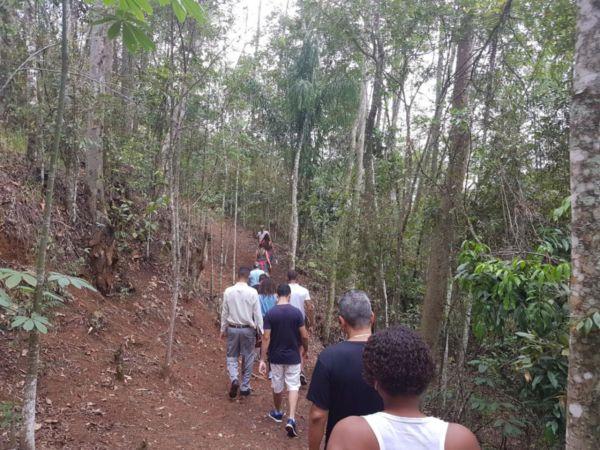 Trilha em direção ao Cruzeiro de São Joaquim neste domingo (foto: Divulgação)