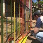 Diogo Balieiro e voluntários fazem pintura da escola localizada no bairro Cabral