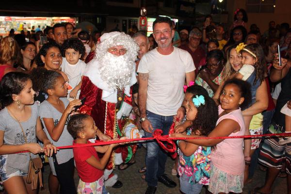 Fim de ano: O espírito natalino tomou conta da Praça General Osório, em Angra dos Reis (Foto: Divulgação)