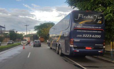Acidente envolvendo ônibus e carro deixa dois feridos