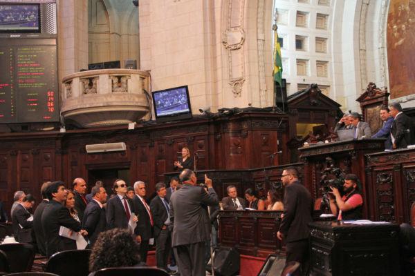 Após aprovação na comissão mista, Orçamento pode ser votado hoje no Congresso