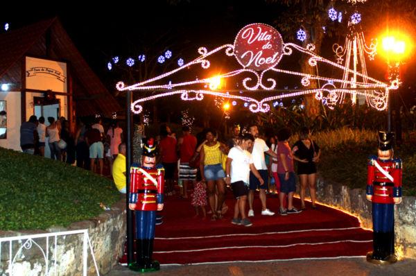 Outra atração tem sido o Mercado de Natal nas calçadas no início da Rua do Comércio, próximo à Vila Noel (foto: Divulgação)