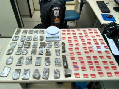 Drogas apreendidas com trio suspeito de tráfico
