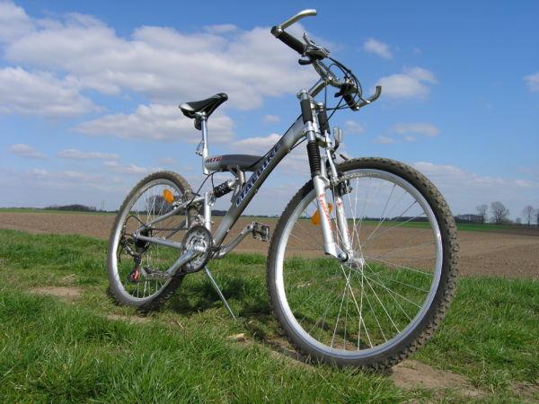 Perigo: Pode ter um ciclista atrás de você (Foto: Divulgação)