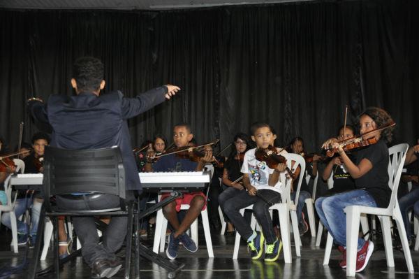 Logo mais: Músicas populares, trilha de filmes e erudito estarão presentes no diversificado repertório do recital (Foto: Divulgação)