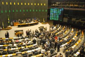 Antes do recesso, Câmara discutirá lobby e trânsito