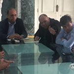 O governador Pezão, Silvio Campos e André Correa discutem determinação de órgão ambientais para paralisar usina Presidente Vargas