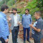 No local: Samuca conversa com Zeca, Alan e um assessor   (Foto: Secom PMVR)