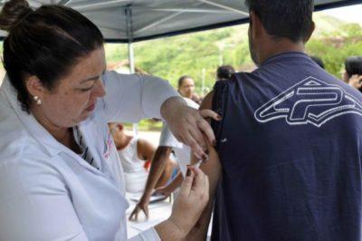 Imunização: Moradores da área urbana também estão sendo vacinados nas mais de 48 unidades de saúde - Paulo Dimas