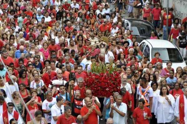 Tradição: Fiéis aguardam a programação da festa todos os anos (Foto: Divulgação)
