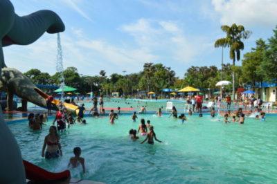 Diversão: Crianças tiveram atividades no Novo Parque Aquático - Evandro Freitas
