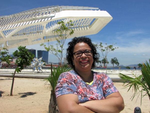 Autora: Alexandra Vieira de Almeida é professora, poeta, contista, cronista, resenhista e ensaísta (Fotos: Divulgação)