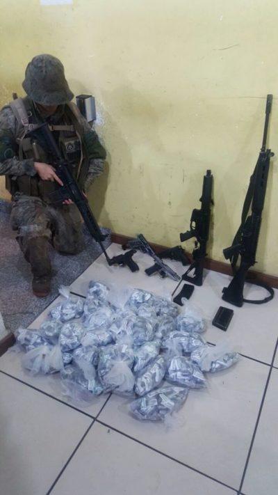Agentes do Bope apreendem drogas e armas no Belém