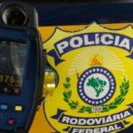 Radar flagra motociclista muito acima do limite de velocidade