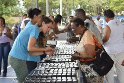 Entrega: Pacientes receberão os óculos escolhidos no dia do exame - Carina Rocha